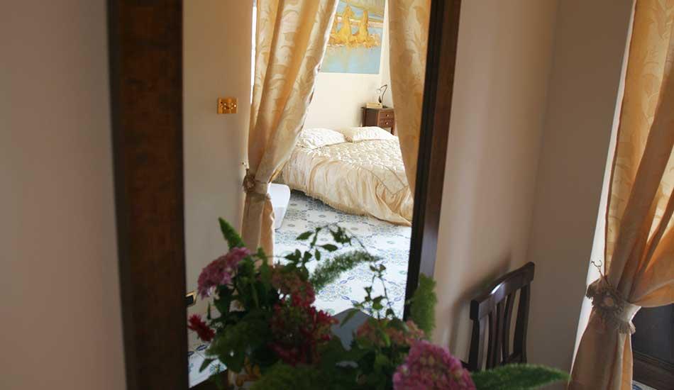 hotel-sottovanto-romantico-parti-in-camera