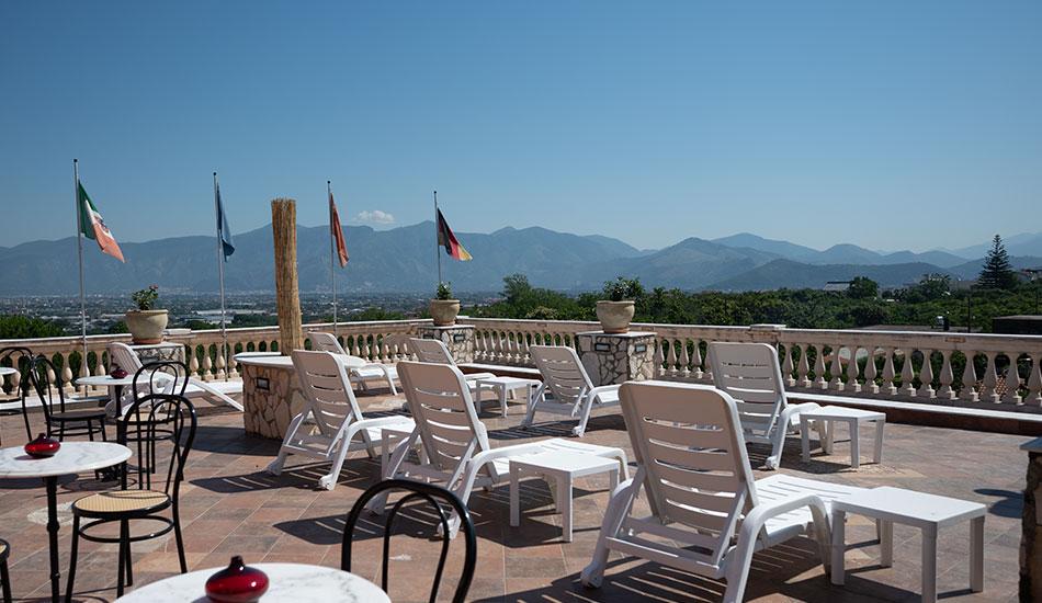 hotel-sottovento-terrazze-solarium-lettini