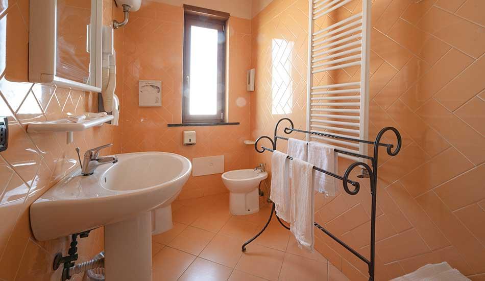 hotel-sottovento-camera-bagno