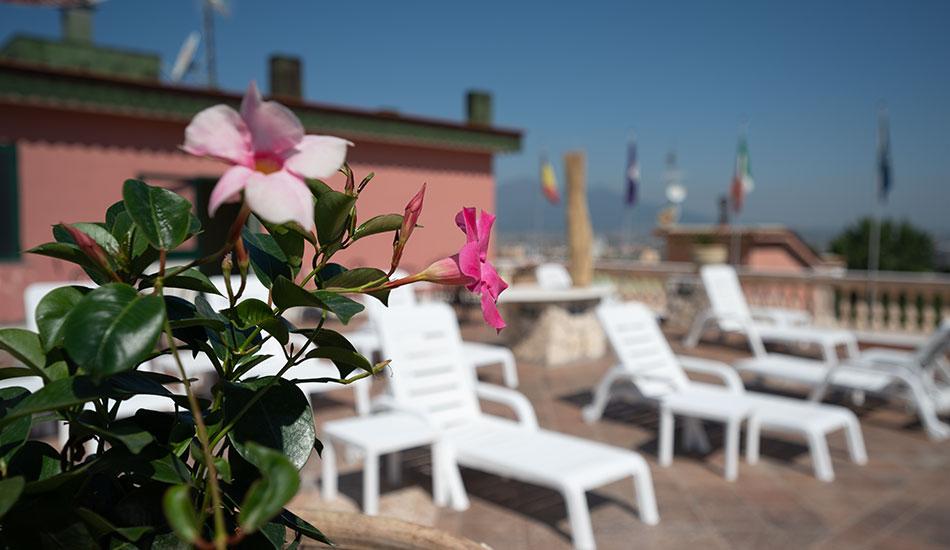 hotel-sottovento-terrazze-solarium-roof-garden-fiori