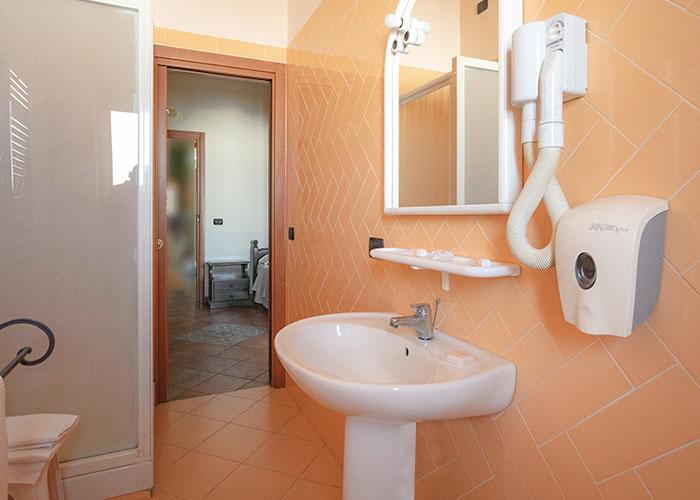 hotel-sottovento-camera-bagno-2