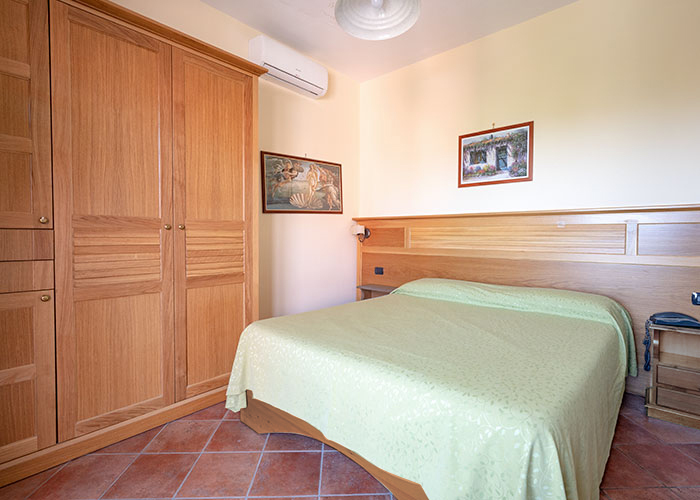hotel-sottovento-camera-matrimoniale2-armadio-1